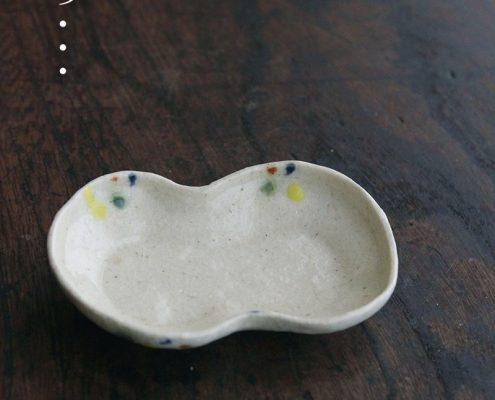 白釉点紋分銅形豆皿・有松進