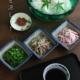 ガラスと土物、京焼、染付、形も大きさも高さも全て違うという日本食の基本的な考え方の取り合わせです。